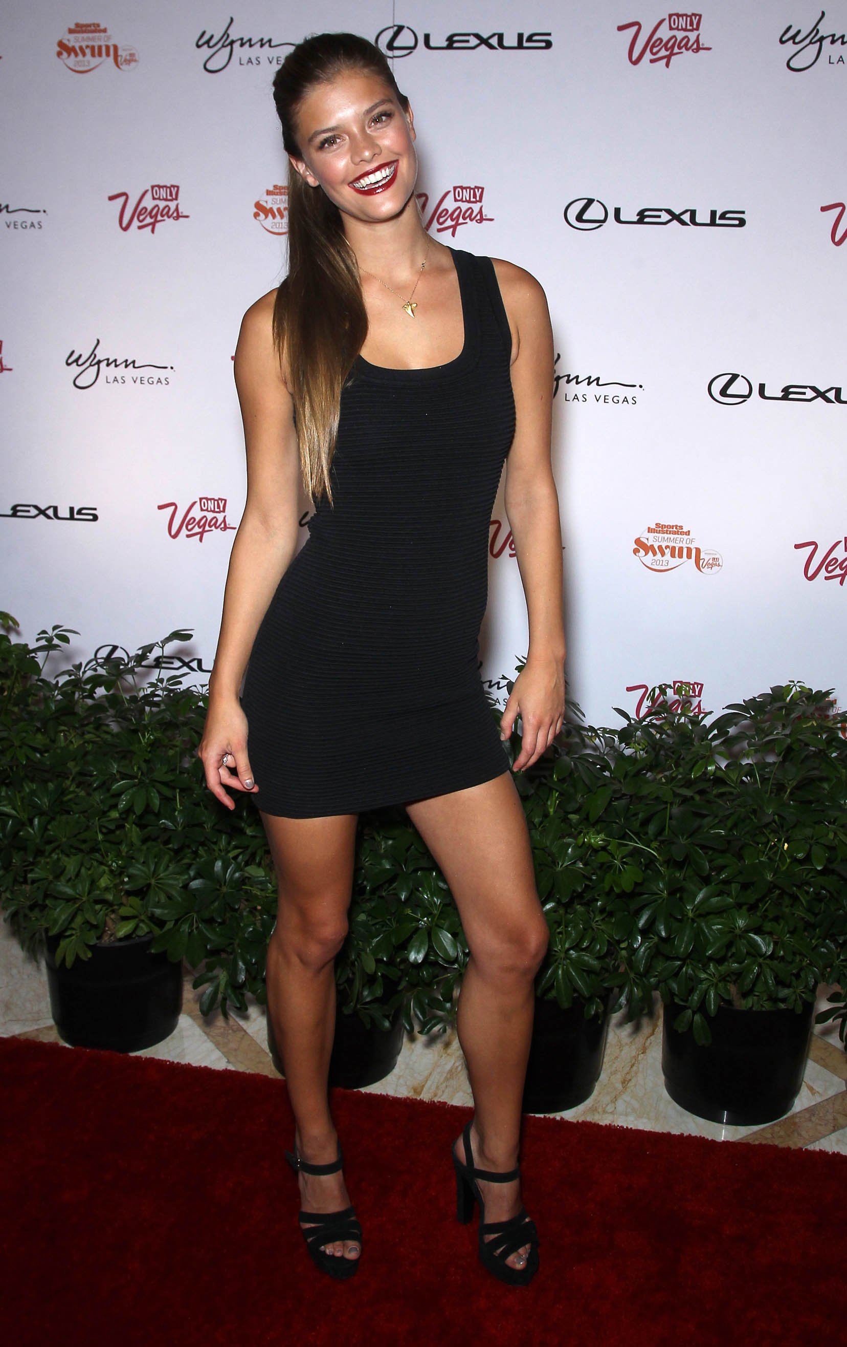 nina-agdal-si-summer-swim-party-at-surrender-vegas-nightclub-june-28-2013-11
