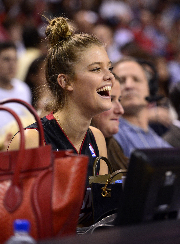 51362200 - Nina Agdal et Roger Federer au match de basket des Miami Heat