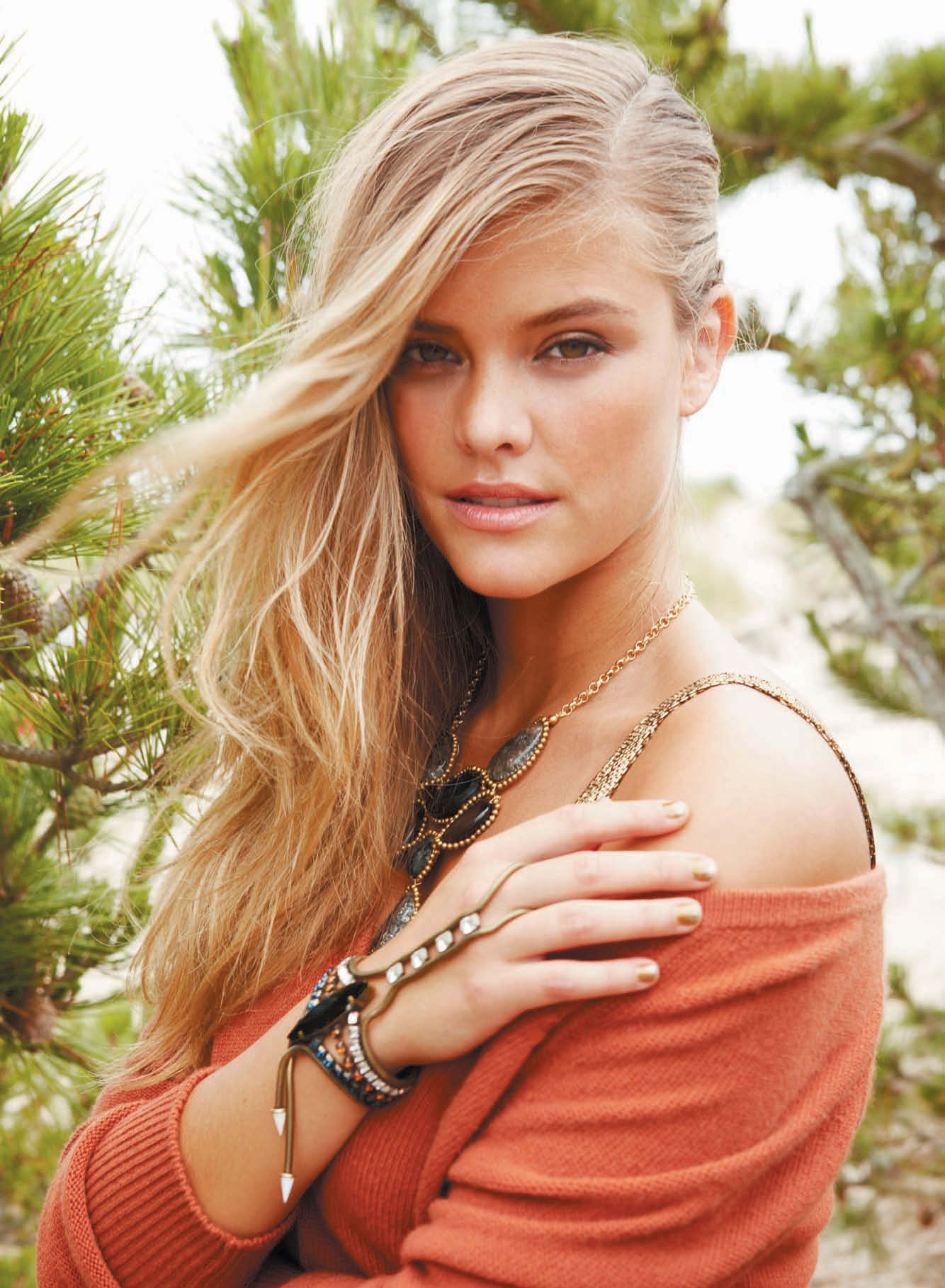 nina-agdal-cosmopolitan-middle-east-november-2014-03